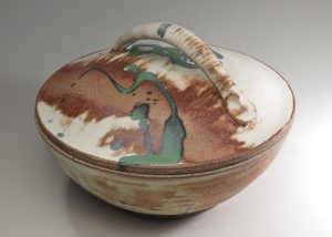 The bread baker by Luke Metz can also serve as a serving dish or a casserole.